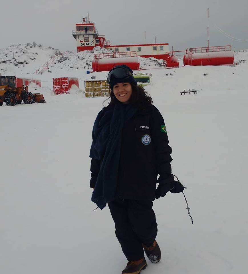Mestranda do PPGEST faz trabalho de campo na Antártida